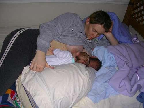 Posturas  para amamantar a gemelos a la vez