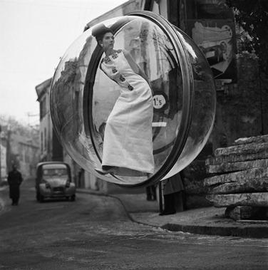 Bubble-Series-par-Melvin-Sokolsky-pour-Harper-s-magazine-1963--2