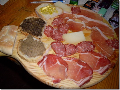 taglere di salumi e formaggi a Castiglione