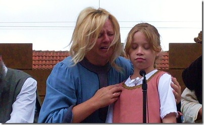 Particolare del volto sconvolto di una Mamma di Hameln