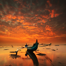 Solo by Hendri Suhandi - Landscapes Sunsets & Sunrises ( clouds, dawn, sunset, beach, sunrise )