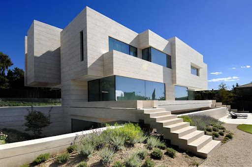 http://lh6.ggpht.com/_BkOsthGKM3U/TKgsc3RqWFI/AAAAAAAAAd0/6ZCd2O5laZQ/2%20amazing-modern-house-blocks-glass.jpg
