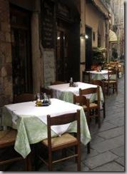 1152064_restaurant_in_street