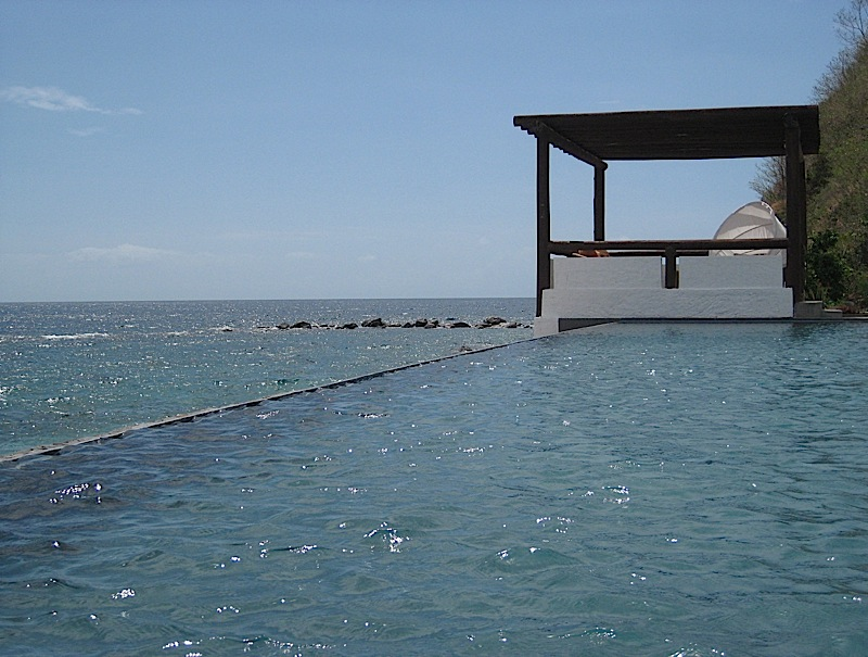 the infinity pool of Bellarocca Island Resort