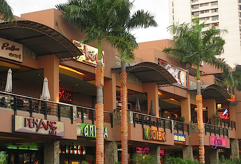 restaurants at Greenhills Promenade