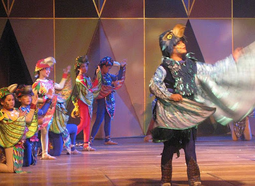 the king eagle and other birds in the Ateneo Children's Theater's 'Adarna at ang Alaala ng Kristal'