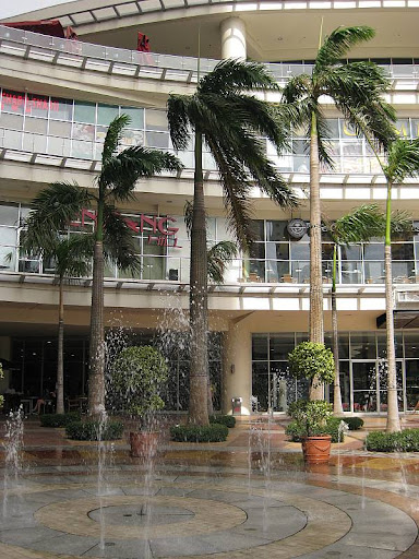 fountain at the main entrance of Robinsons Place Manila