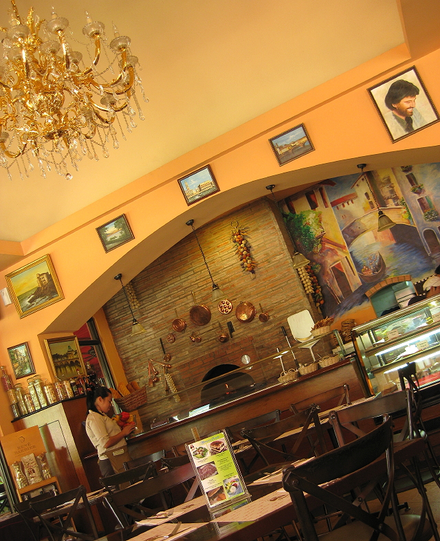 Café Puccini at the Fort Strip