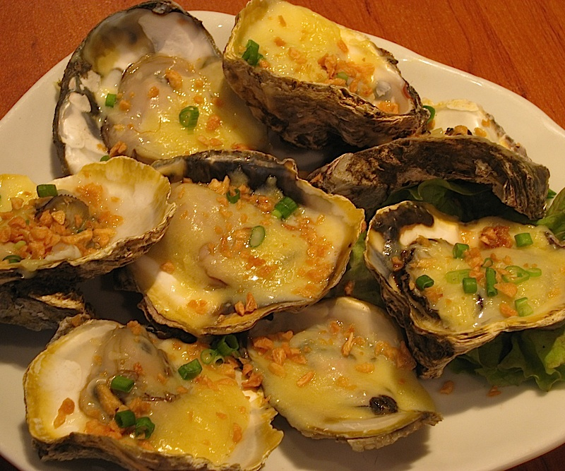 oysters with garlic and cheese at Crisostomo