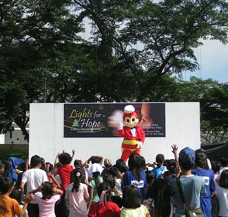 Jollibee dancing during the Lights for Hope Christmas outreach