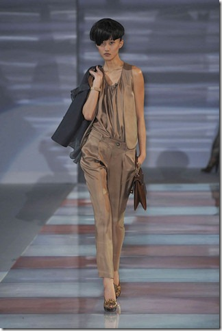 elleEmporio-Armani-FALL-RTW-2010-PODIUM-008_runway