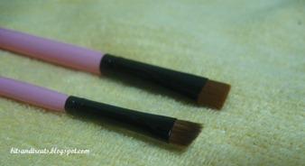 close up of flat and angled liner brush, by bitsandtreats