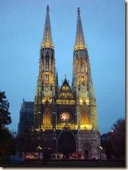 180px-311004_wien-votivkirche-am-abend_1-480x640