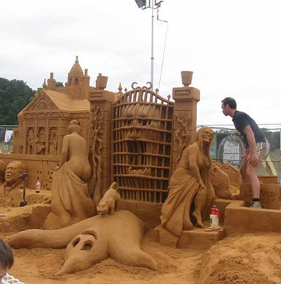 ghost-sand-sculpture