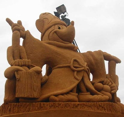mickey-mouse-sand-sculpture