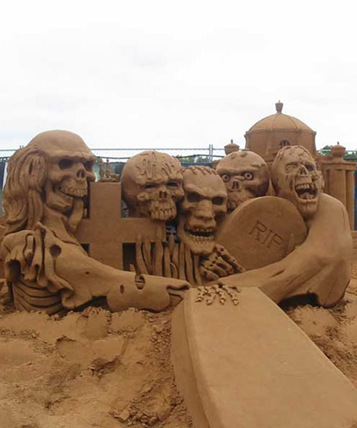 scary-sand-sculpture