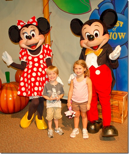 emma and skylar with mickey (1 of 1)