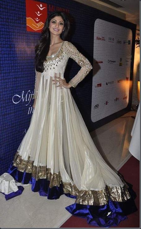 shilpa-shetty  Fashion show at Mijwan Fashion show