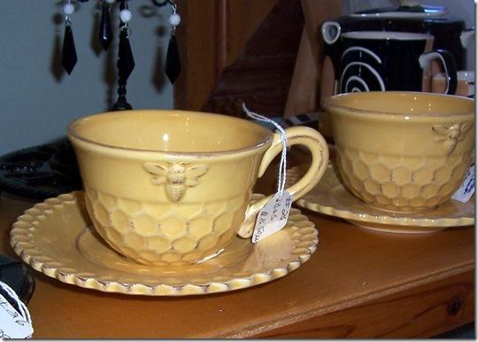 bee teacup