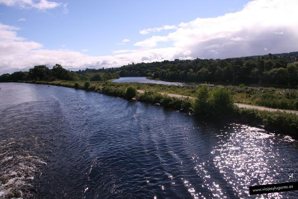 El Canal de Caledonia y al fondo el río Ness