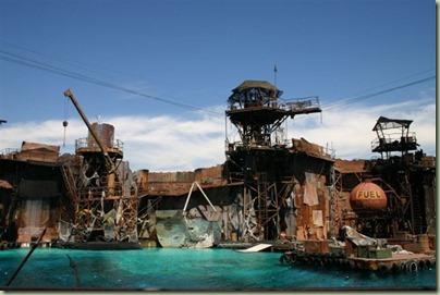 78 - En van geweldige shows kunt genieten, met als topstuk Waterworld waar je kletsnat wordt