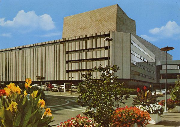 Cartes Postales Pop et  Kitsch des années 50, 70 et 70 - Pop and kitsch vintage postcards from the fifties, the sixties and the seventies : Theater der Bundeshaupstadt BONN
