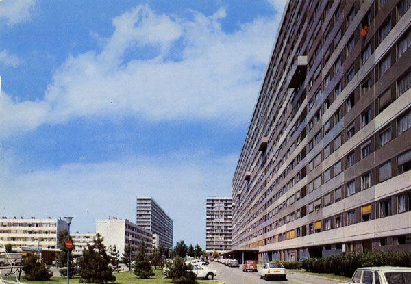Cartes Postales Pop et  Kitsch des années 50, 70 et 70 Avec un peu d'aide de nos amis - Pop and kitsch vintage postcards from the fifties, the sixties and the seventies : LA COURNEUVE (93 - Seine-St-Denis) Les 4000 Logements