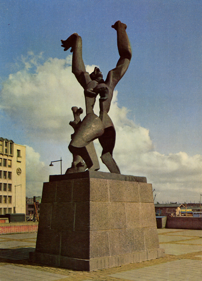 Cartes Postales Pop et  Kitsch des années 50, 70 et 70 - Pop and kitsch vintage postcards from the fifties, the sixties and the seventies : ROTTERDAM Monument La ville détruite O. Zadkine