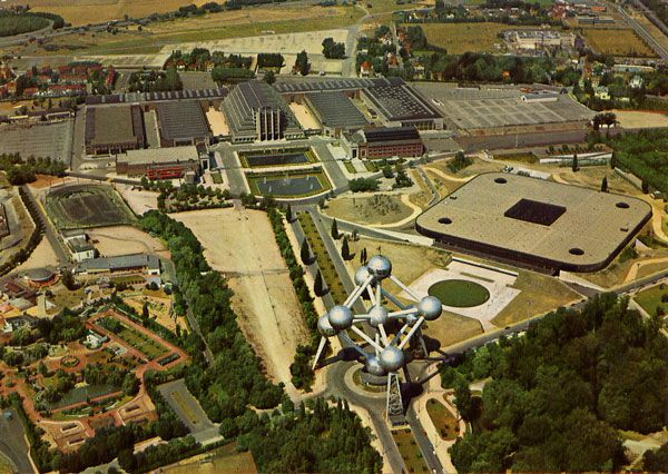 Cartes Postales Pop et  Kitsch des années 50, 70 et 70 - Pop and kitsch vintage postcards from the fifties, the sixties and the seventies : BRUXELLES Panorama du Heysel