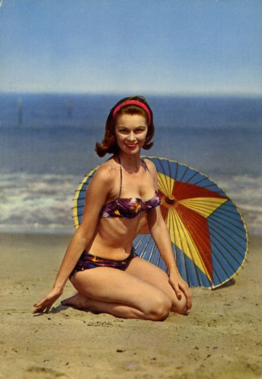 Cartes Postales Pop et  Kitsch des années 50, 70 et 70 - Pop and kitsch vintage postcards from the fifties, the sixties and the seventies : Tous à la plage