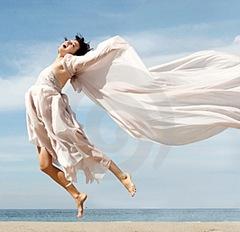 mujer-feliz-en-la-playa-thumb367947