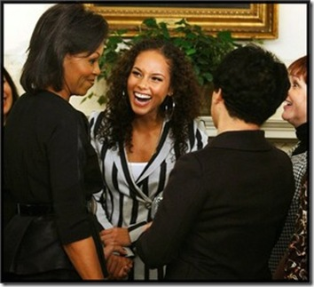 resized_Michelle_Obama_attended_Alicia_Keys_concert_Batack_Obama__bookstore_Iowa