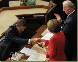 Obama-bows-his-head-before-Queen-Pelosi
