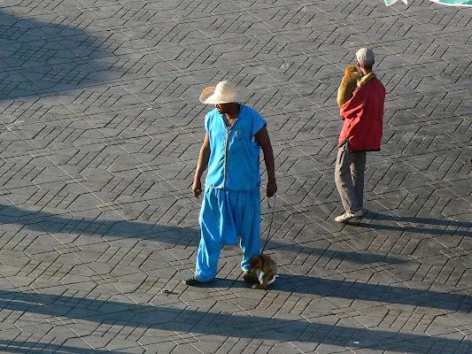 Imagini Maroc: Jema el-Fnaa Marrakech - cu maimuta.JPG