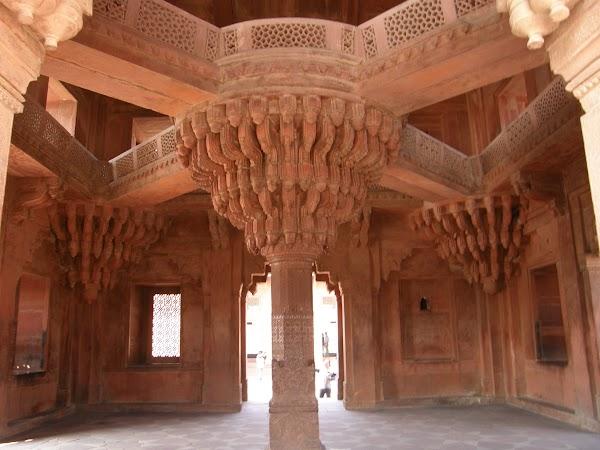 Obiective turistice India: divanul inteleptilor de la Fatehpur Sikri.JPG