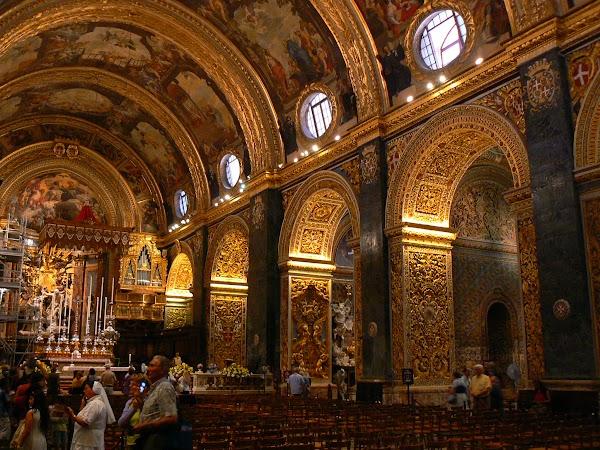 Obiective turistice Malta: catedrala Valletta interior.JPG