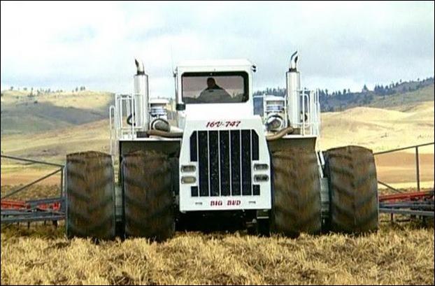 Big Bud 747 tractor 05