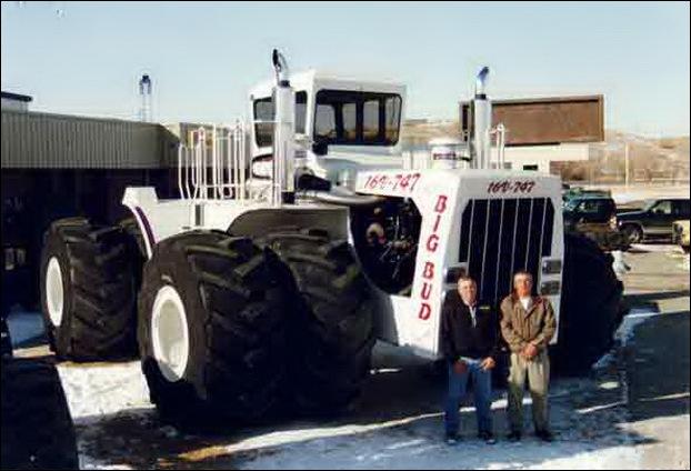 Big Bud 747 tractor 01
