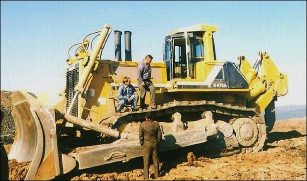 KOMATSU D475A-5SD  Bulldozer