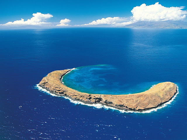 Molokini%20Crater%2C%20Maui%2C%20Hawaiian%20Islands