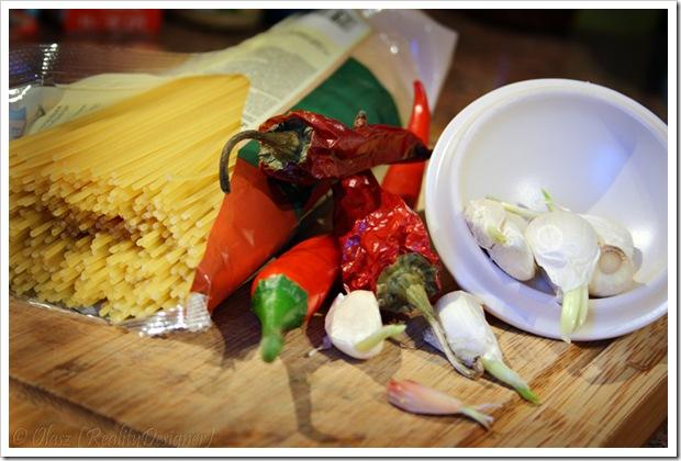 Szybki obiad – spaghetti z czosnkiem, oliwą i ostrą papryką (aglio e olio)