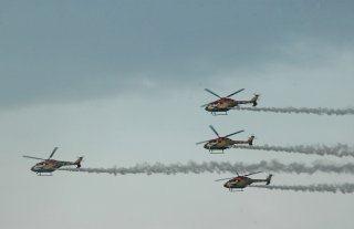 20110309-IAF-Sarang-Helicopter-Wallpaper-01-TN