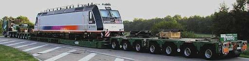 Lokomotive auf Kesselbruecke von Kuebler Schwertransport