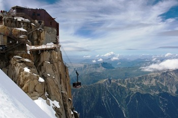 planetware-dom-an-aerial-tramway-to-the-aguille-du-midi-station-in-the-french-alps-f1653-