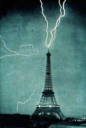wiki - 1902 - 396px-Lightning_striking_the_Eiffel_Tower