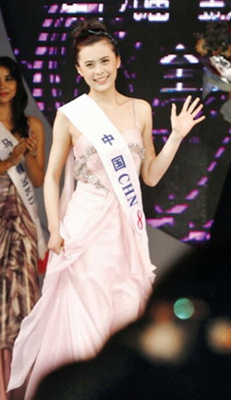 Photo: Zou Linying, China's Super Model at 15,