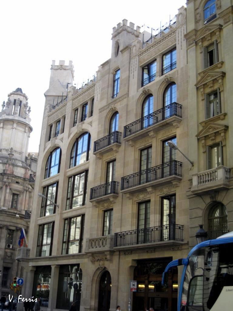 Edificio del banco hispano colonial barcelona modernista for Banco pastor oficinas barcelona