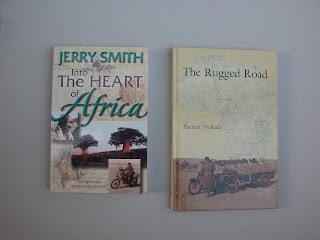 שני ספרים המדברים על רכיבת אופנועים באפריקה. זה מימין מספר את סיפורן של שתי נשים אנגליות צעירות שיום אחד יצאו לממש פנטזיה לחצות את אפריקה מלונדון ועד קייפ-טאון. וזה בשנת 1935 (אפרופו המסע המדוגם של יואן מקרגרגור וצ'ארצלי בורמן) הן עשו זאת לגמרי לבד על אופנוע מצ'וקמק עם סירה ועם נגרר... סיפור מדהים!  זה משמאל הוא סיפור על חבורת אמריקאים שיצאה ללא הכנות רבות לחצות על אופנועים את מרכז אפריקה . הרפתקה הזויה.