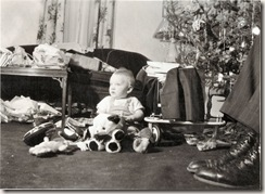 1949 12 24 Henrik's first Christmas -- his Bedstefar's feet