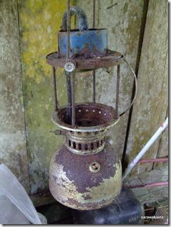 Old_kerosene_pressure_lamp